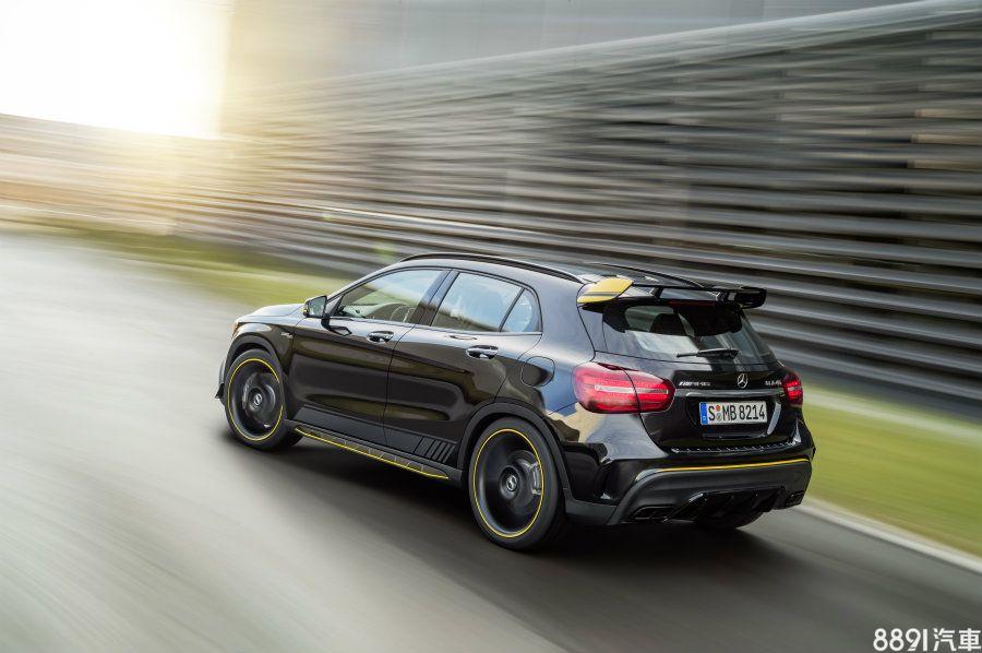 車系中的性能一哥AMG GLA 45 4MATIC搭載2.0升直四渦輪增壓汽油引擎,可產生381hp/48.5kgm之最大輸出,搭配AMG Speedshift DCT 7速雙離合器自手排變速箱,0~100km/h只需4.4秒,極速則被限制在250km/h。