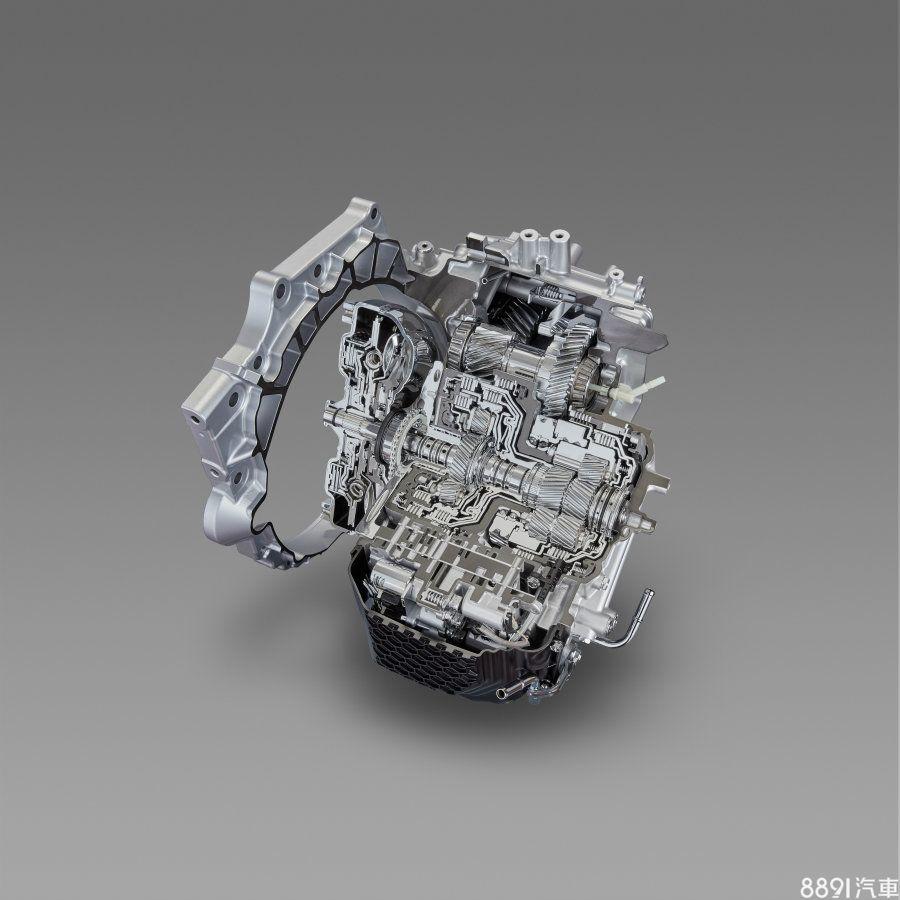 此次搭配2.5NA動力的8速自排變速箱為Toyoyta針對FF車款新開發,根據所公布的資料,與新款2.5升引擎搭配後,燃油效率可較現行2.5引擎+6AT的組合減少20%油耗。