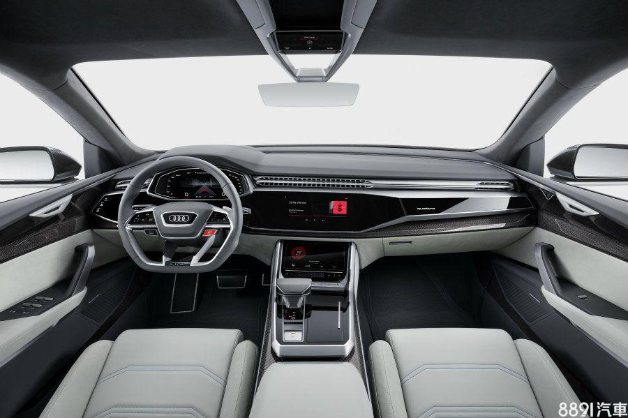 車室採真皮、麂皮大量包覆,加以消光銀飾條與壓紋飾板點綴出極佳的質感,而大面積觸控式介面將物理按鍵的設置減到最低,亦大大提升了品牌一貫擁有的科技感。