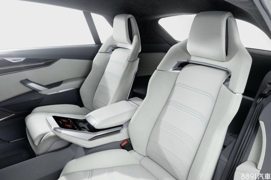 後座亦有專屬空調控制器,並與前排同樣採用觸控式設計,概念車採4人座配置,但依其身形尺寸來看,屆時量產也極有可能會改為7人座設定,或推出多樣化選擇。