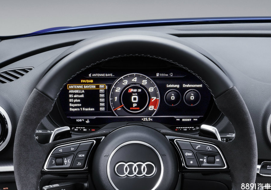 為Audi招牌的12.3吋Audi Virtual Cockpit全數位虛擬儀表為選配項目,在品牌性能版車型上,其都會擁有特殊的中置顯示,提供時速、轉速、與Lap Timer,兩側則有扭力、G值和胎壓等資訊,上面並有RS3字樣。
