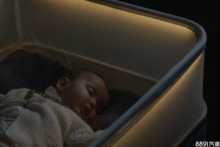 模拟夜间行车Ford智慧婴儿床让宝宝好眠