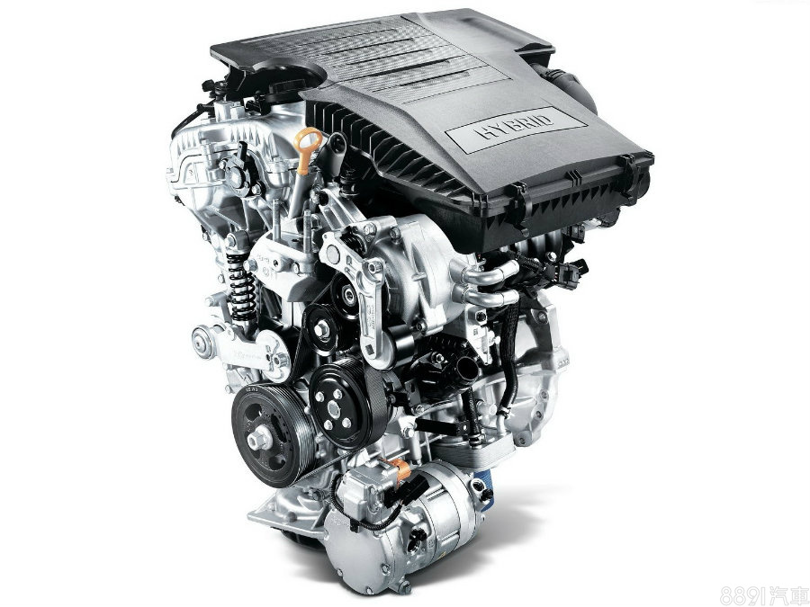 IONIQ引擎仍具有發電機,系統供電後帶動引擎點燃,因此可看到有皮帶裝置,這部分在Prius身上則是由MG1馬達負責,讓周邊配置更為簡化。