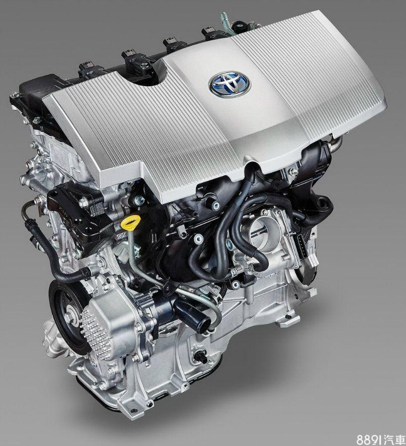 在引擎本體部分,Prius供油系統為一般多點噴射,IONIQ則採用缸內直噴,而引擎動力表現上,Prius也小輸IONIQ,但兩者熱效率卻是相同的40%,熱效率愈高,代表燃油轉換成動力有愈佳的轉換率。