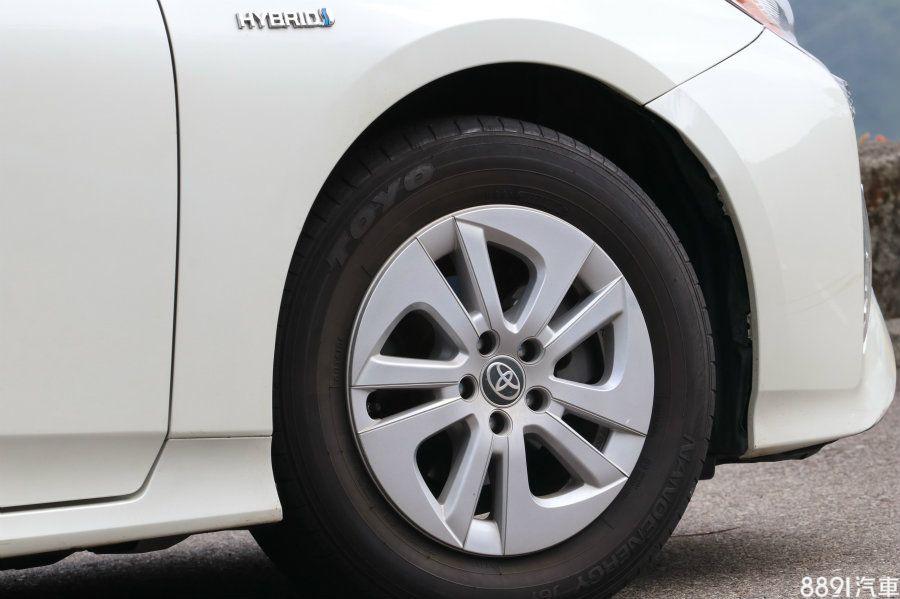 配胎採用195/65R15的Toyo NanoEnergy J61,此胎為Toyo開發的節能產品,與IONIQ的米其林Energy Saver同樣以低滾動阻力為主要訴求。