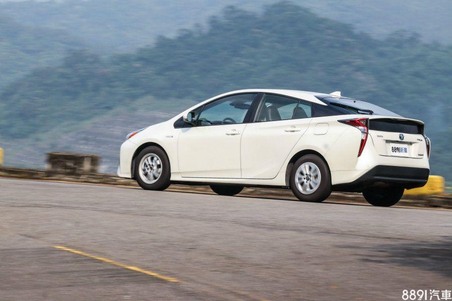 Prius馬達供應動力的比例高於IONIQ,在一般行車狀態下,可以清楚發現電力行駛的比例較高,這對節能性自然有正面助益。