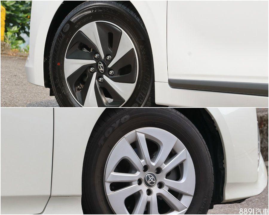 輪圈尺寸上兩者剛好都是15吋,且都是鋁圈外覆輪圈蓋的特殊作法,不過IONIQ(圖上)則是採雙色配置,且細看有類似碳纖維的紋路,視覺變化感較多一些。