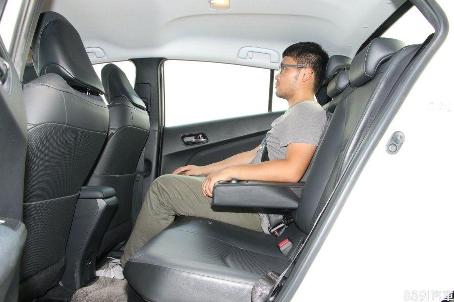 兩車的車身尺碼都維持在差不多的大小,軸距也同為2700mm,但Prius在後座的乘坐空間明顯舒適不少,然而卻不像IONIQ配有後座出風口,夏日冷房效果難免有細微差異。