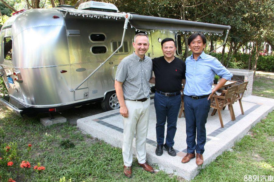 德國歐馬董事長羅達仁(右)希望以體驗行銷方式,讓民眾親自感受頂級露營樂趣。