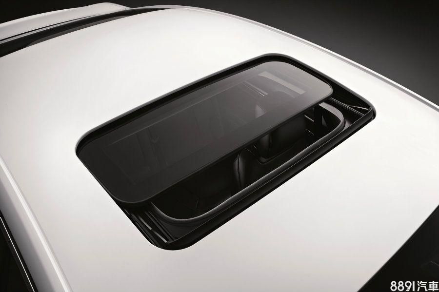 電動天窗先前為油電款獨有,新年式則為全車系標配。
