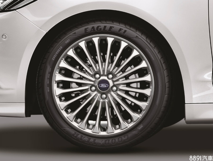 過去油電為16吋胎,汽/柴皆為17吋,新年式全數升級為18吋。
