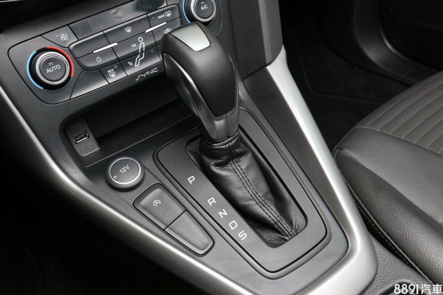 四門版新增搭載1.5升渦輪增壓汽油引擎的EcoBoost 180時尚經典型,搭配6速手自排變速箱,最大出力180hp/24.5kgm。